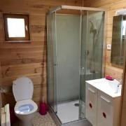 Camping 3 étoiles dordogne - La salle de bain avec WC